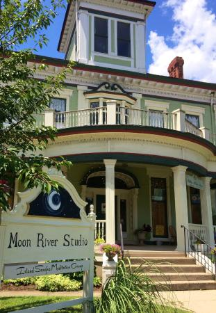 ‪Moon River Studio‬