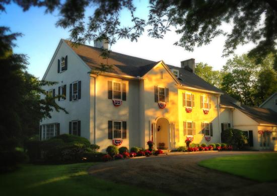 10 Fitch Luxurious Romantic Inn: Warm summer day