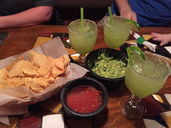La Bamba Mexican Cafe: Delicious Guac and Chips... and Margaritas!