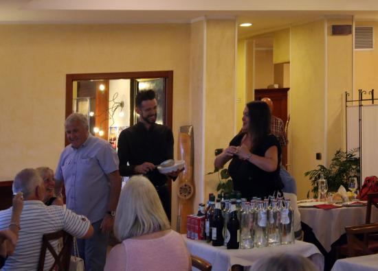 Best Western Hotel Antico Termine: friendly staff engaging with guests