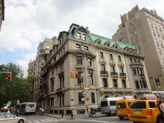 Upper east side_84th street_construcciones atractivas
