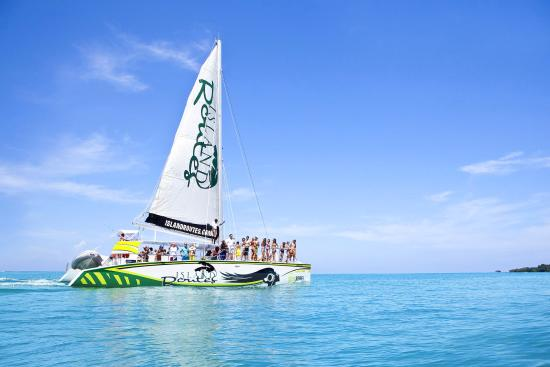 Whitehouse, Jamaika: Soul Rebel Catamaran Cruise at Island Routes Jamaica