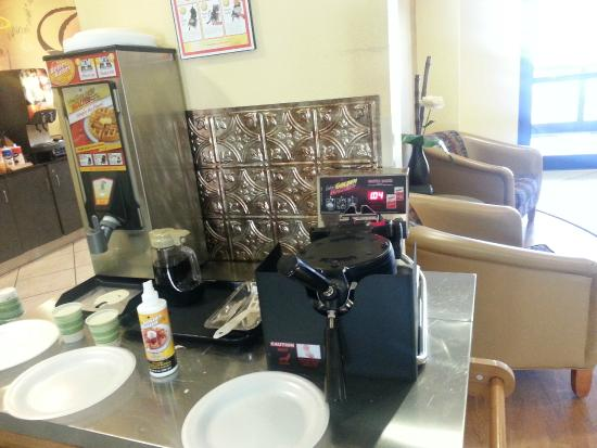 Red Roof Inn Panama City: Waffle Station