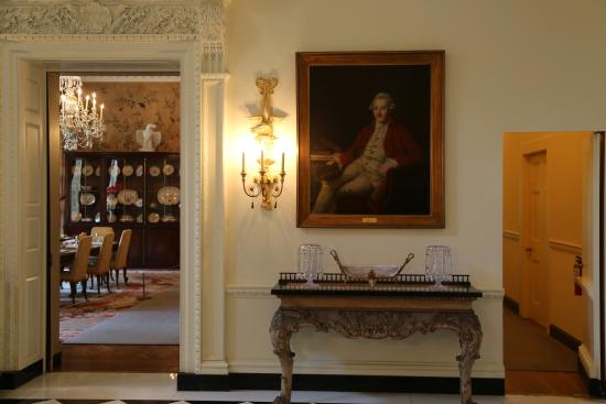 Swan House A Portrait Of 18th Century Aristocrat In The Entry Way