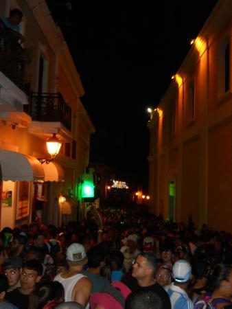 Calle San Sebastian: all the people
