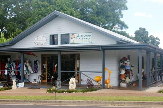 Yungaburra, Australia: Locally owned Artistree Gallery