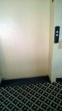 Comfort Suites Clackamas: elevator broke and over heats