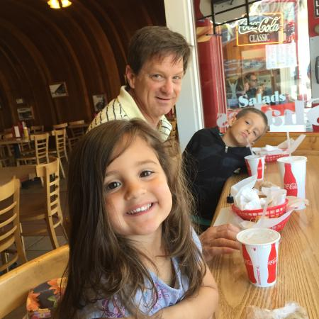Old Village Grill : Enjoying lunch with the grand kids!