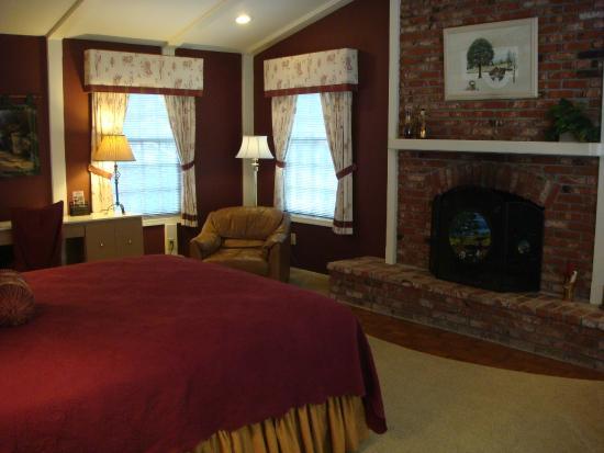 Romeo Inn: Canterbury Room fireplace