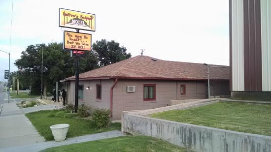 Daltons Bedpost Motel: Outside view