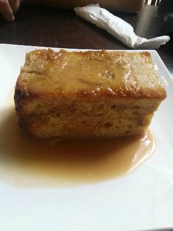 Upper Crust Deli Bistro: Bread pudding with caramel sauce mmmmmm