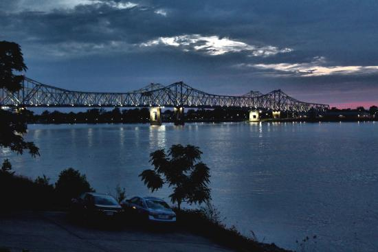 Natchez, MS: Evening on the Mississippi River as seen from Bluff Park