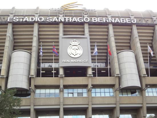 The bernabeu stadium picture of stadio santiago bernabeu for Puerta 4 santiago bernabeu
