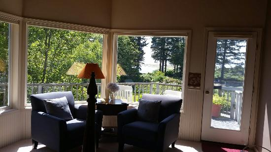 Floras Lake House Bed & Breakfast 사진