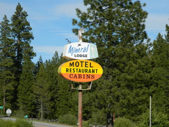 Lassen Mineral Lodge: Be careful you don't drive right on by!
