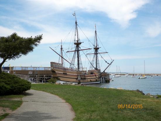 Pilgrim Memorial State Park : Mayflower II