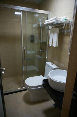 West Street International Youth Hostel: ห้องน้ำ