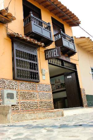 Casa Morales Santa Fe: Vista de la entrada al hotel