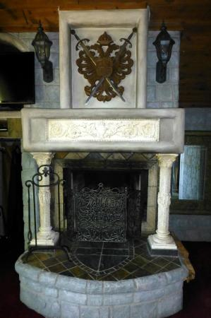 Castle Wood Theme Cottages: Fireplace in the Castle Garden Bedroom