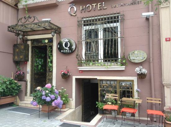 Q Hotel Istanbul: Entrance