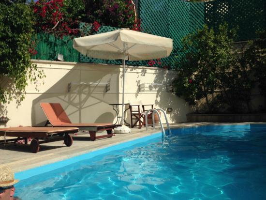 Villa Kynthia: The pool