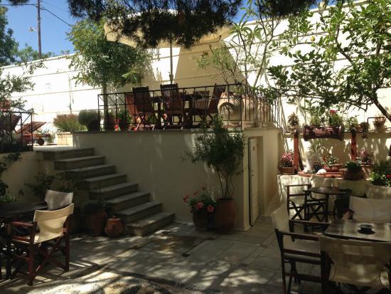 Villa Kynthia: The courtyard