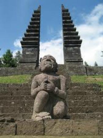 Gerbang Cetho Dan Sang Penjaga Picture Of Cetho Temple Solo