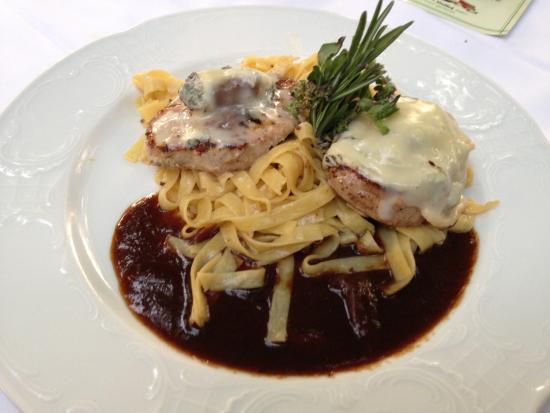 Gasthof Zur Post: Carne con blue cheese, tagliatelle ai porcini e...