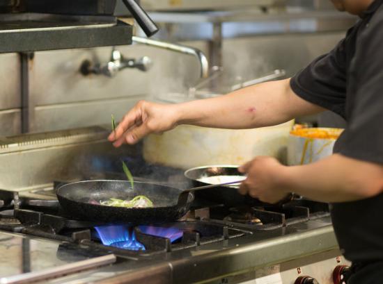 Diamond Coast Hotel: Kitchen