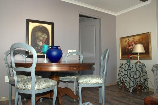 Dieu Donne Stellenbosch : Dieu Donne dining table
