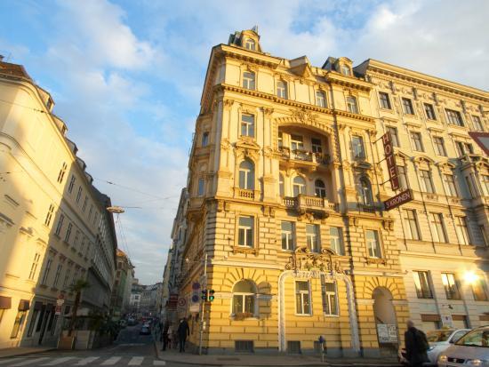 Hotel Drei Kronen: Hotel building