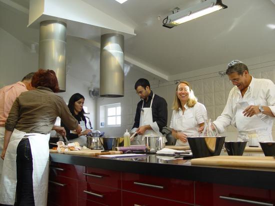 les élèves dans l' atelier - photo de cuisine coup de coeur ... - Cours Cuisine Viroflay