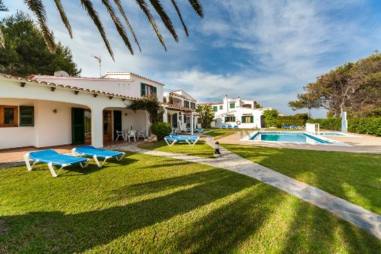 Apartamentos Arenal Playa: Exterior