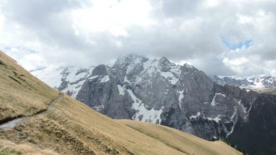 Trentino Dolomites, Italien: la Marmolada, vista dalla Viel dal Pan