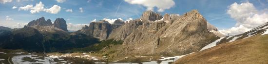 Trentino Dolomites, Italien: Sasso Piatto, Sass Beceé e Gruppo Sella, visti dalla partenza della Viel dal Pan