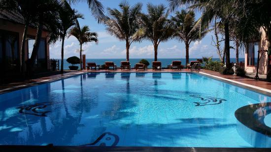 Sunrise Resort: Cool swimming pool