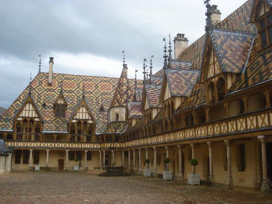 Beaune, France : vista dal cortile