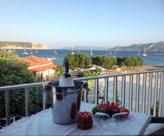Hotel Alex: Sea view and square view
