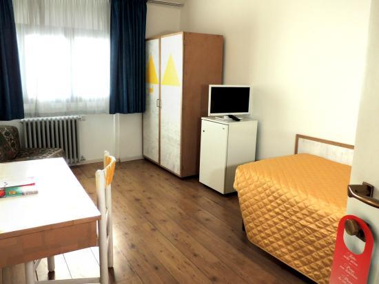 Hotel Giardino: camera singola gialla