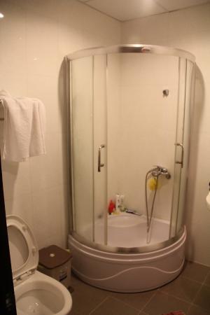 Hoang Hai (Golden Sea) Hotel: Ванная в номере