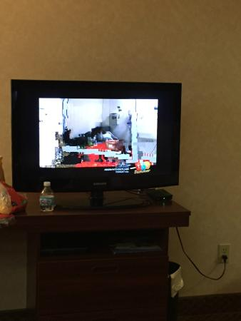 Baymont Inn & Suites Gaylord: How most channels on the TV looked