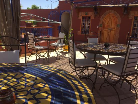 Riad Kenzo : Le petit déjeuner pris sur la terrasse