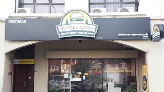 Burger Camp: Exterior
