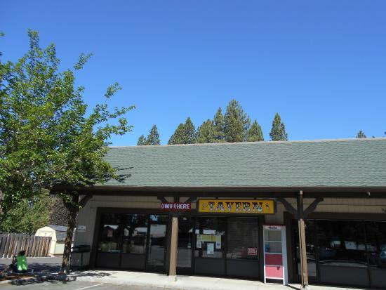 Lake Almanor Tavern : The Strip mall location
