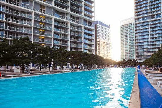 Sky City at Icon Brickell : Pool