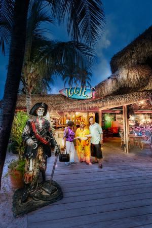 Iggies Beach Bar & Grill: Iggies pirate