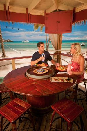 Iggies Beach Bar & Grill: Iggies dining