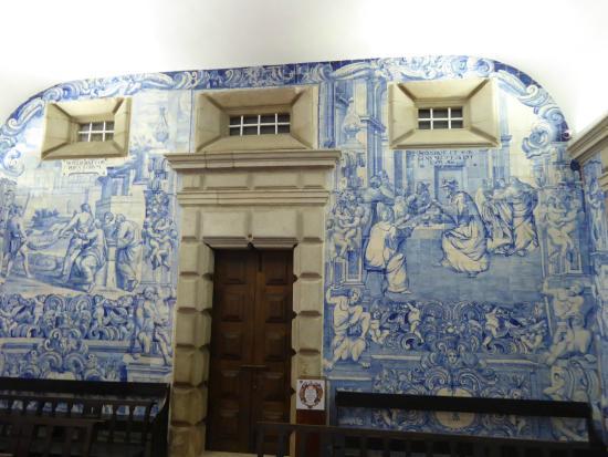 Viana do Alentejo, โปรตุเกส: Gli azulejos sulle pareti della chiesa