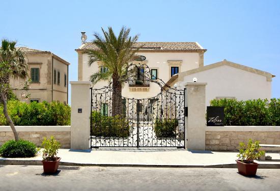 Donnalucata, Italia: Cancello dell'ingresso frontale