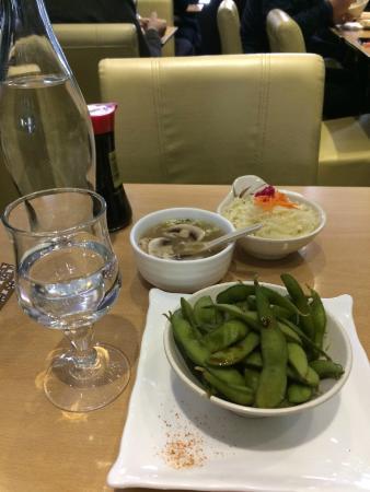 Yokorama : Edamame, soup, salad